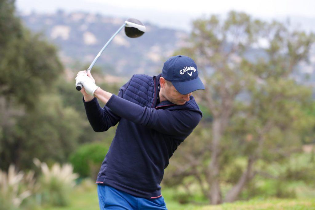 Aymerice-Pallice-en-train-de-golfer
